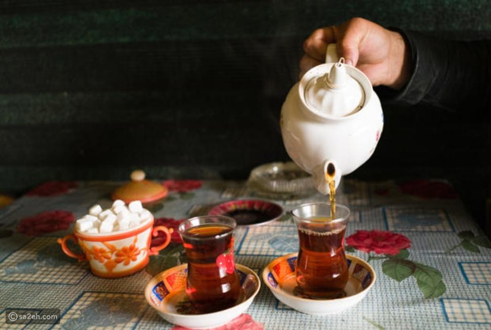 فيديو طرق وعادات مدهشة لاحتساء الشاي حول العالم: أغربها في باكستان!