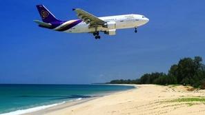 عقوبة قاسية تهدد سياح تايلاند بسبب صور السيلفي