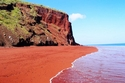 السياحة في سانتوريني  الشاطئ الأحمر