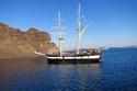 السياحة في سانتوريني  القيام برحلة على قوارب الصيد