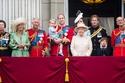 الجميع يقف إذا وقفت الملكة