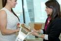 هدايا ودروع للمرأة الإماراتية لتميزها الذي يستحق التقدير