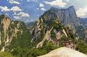 """منزل في أعلى قمة جبل """"هواشان"""" في الصين"""