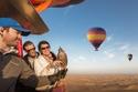 جولة سياحية طائرة ومغامرة تستحق التجربة مع منطاد الهواء الساخن