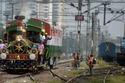 القطارات ملونة بالعلم الهندي