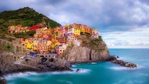 بالصور: أجمل الشواطئ الملونة حول العالم