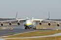 أنتنوفو An-225 Mriya طولها 275 قدم ويبلغ طول جناحيها 290 قدم