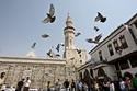 يُعد واحداً من أفخم المساجد الإسلامية 1