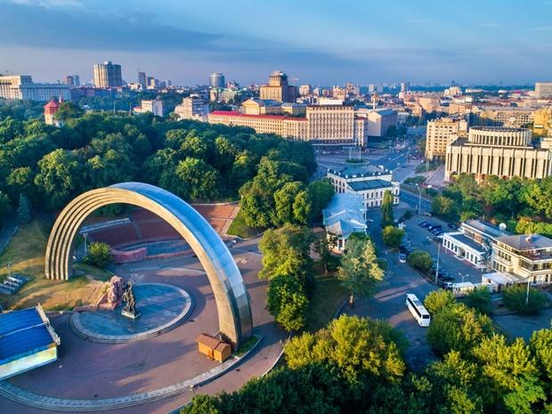 ما رأيك في العبور من على النهر للتجول في أروع مدن أوربا الشرقية