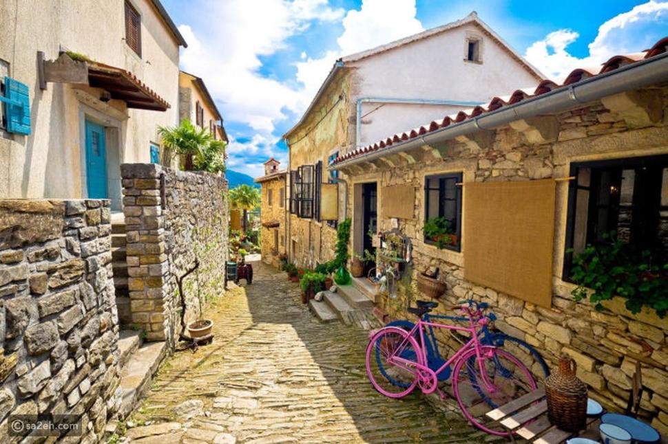 عدد سكانها 30 نسمة ومكونة من شارعين: تعرف على أصغر مدينة في العالم