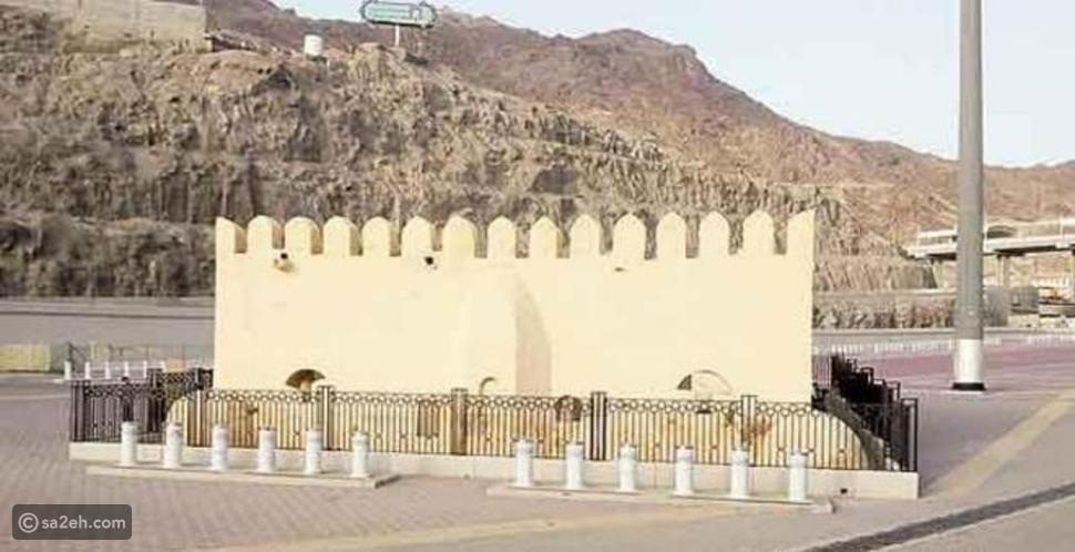 مسجد بلا سقف تقام فيه الصلاة بالقرب من المشعر الحرام فهل تعرفونه