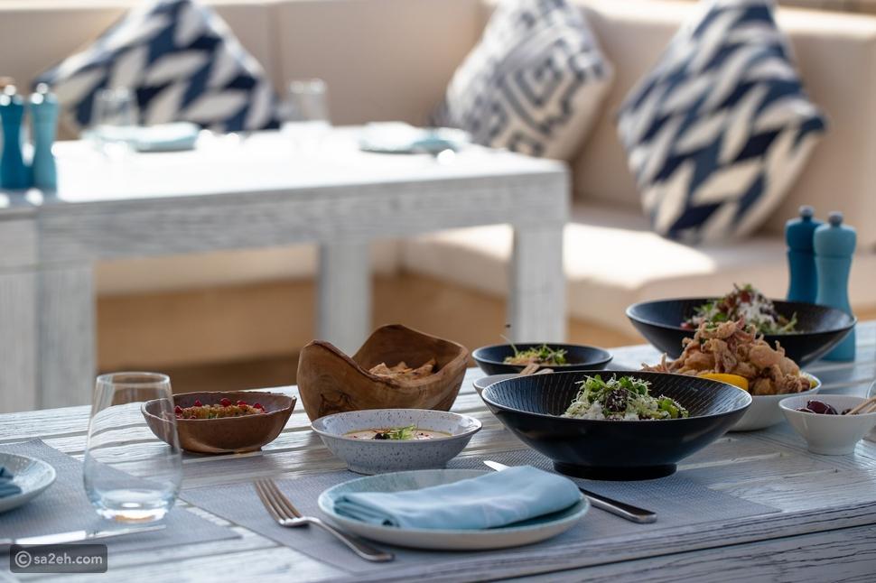 """مطعم """"شيمرز"""" في جميرا ميناء السلام يعود لاستقبال ضيوفه بأشهى الأطباق"""