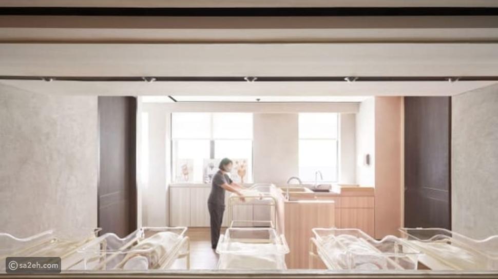 ممرضة أطفال تتواجد مع الأم ورضيعها طوال فترة مكوثها في الفندق