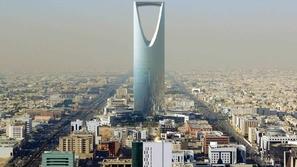 خوفاً من كورونا: السعودية تعلق دخول المعتمرين والسائحين إلى أراضيها