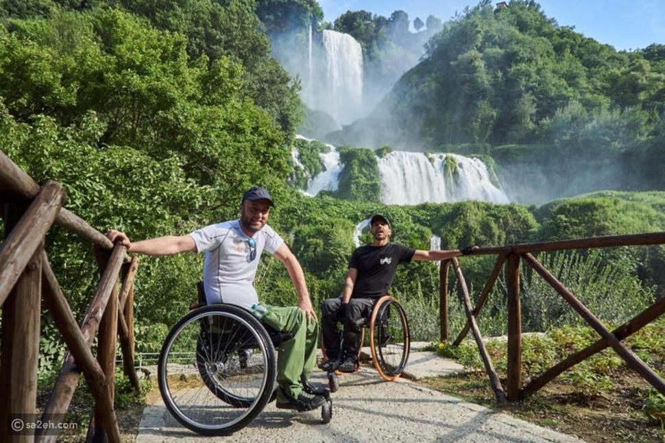 سافرا حول العالم وتسلقا الجبال: صديقان يجسدان الإرادة فوق كرسي متحرك