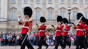 ماذا تعرف عن الحرس الملكي البريطاني؟