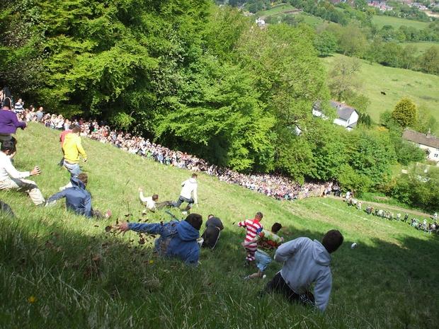 مهرجان تدحرج الجبن