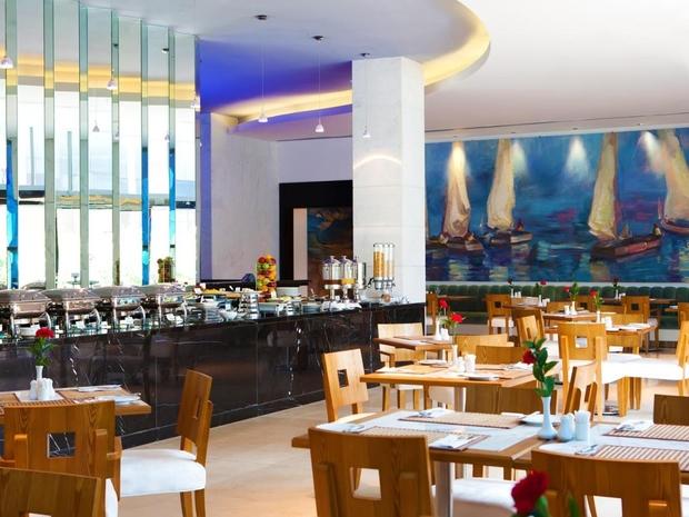 فندق ويندهام دبي مارينا وقاعات الطعام الفارهة والراقية