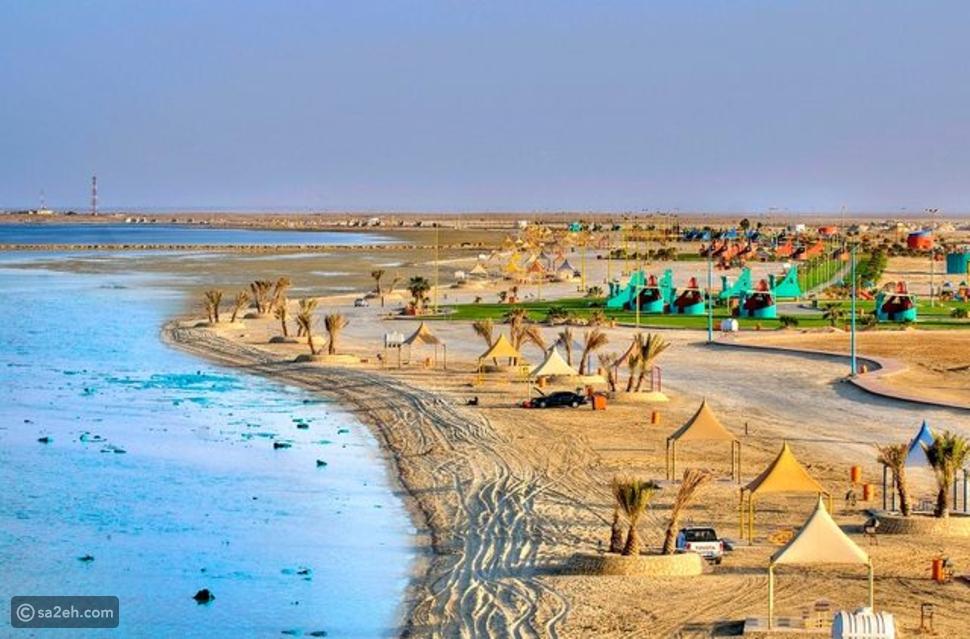 ميناء وشاطئ العقير: