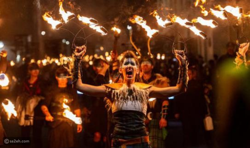 توجيه اللكمات أو حرق الدمى: أغرب عادات الشعوب عند استقبال العام الجديد