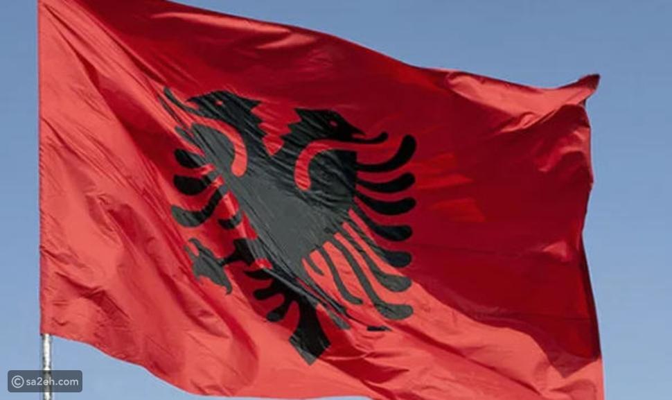 علم ألبانيا: