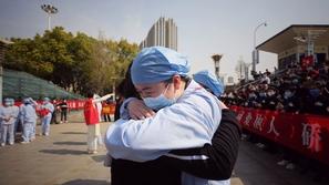بعد شهرين ونصف من العزل: الصين ترفع قيود السفر عن بؤرة تفشي كورونا