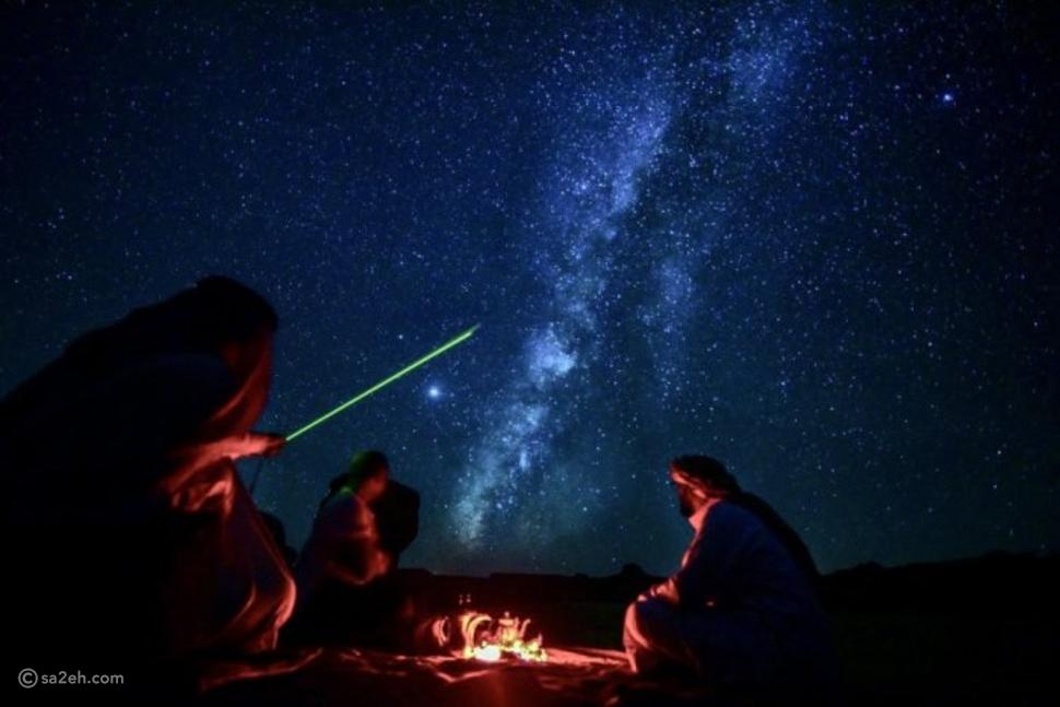 في العلا ينتظرك مرشد خبير في مواقع النجوم يقدم لك تجربة تأمل لا تُنسى