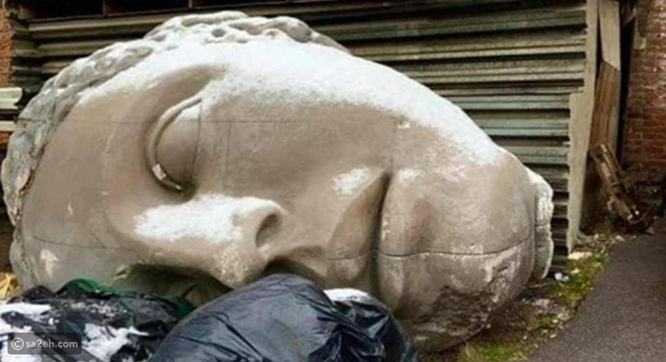 تم العثور على التمثال لأول مرة بالقرب من حاوية قمامة