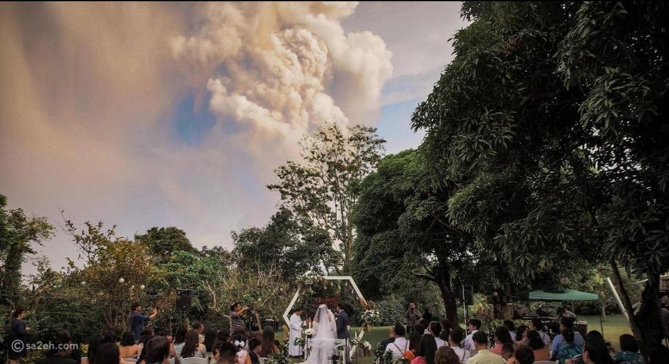 زفاف تحت أدخنة البركان: هكذا تحدى زوجان ثورة تال