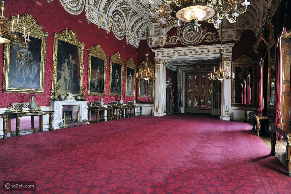 استغل فرصة العزل المنزلي وانطلق في جولة داخل قصر باكنغهام