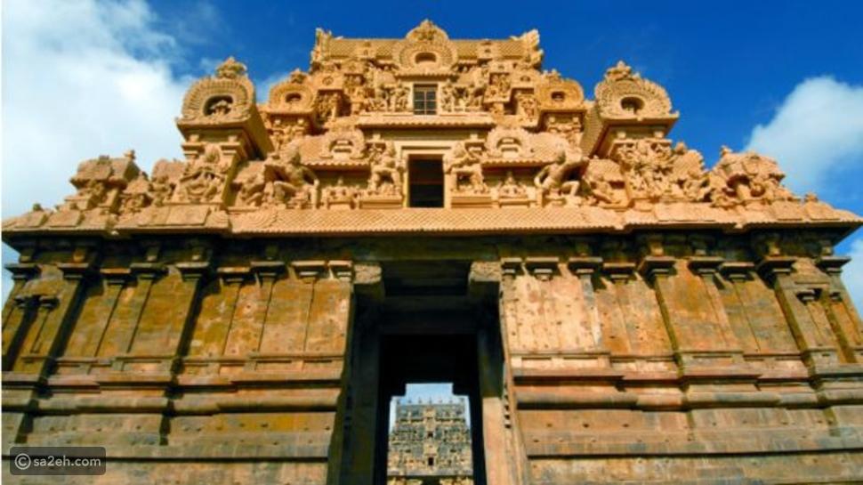 معبد برياديشوارا في التاميل