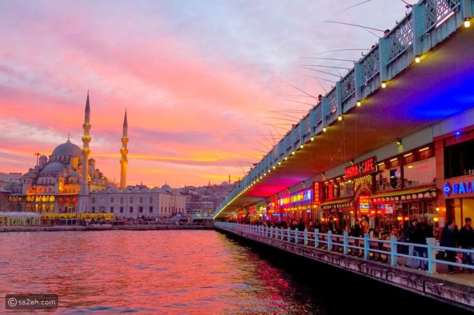 لأول مرة.. سائحو أكبر مدينة تركية يتخطون عدد سكانها