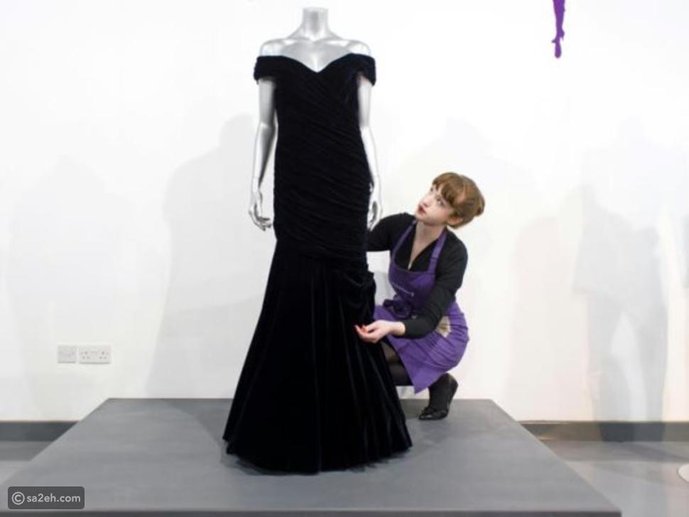 قطعة من التاريخ: بيع فستان رقصة الأميرة ديانا مع جون ترافولتا في مزاد