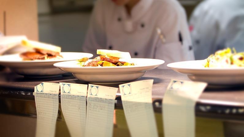 8 خدع نفسية في لوائح اختيار الطعام لدى المطاعم