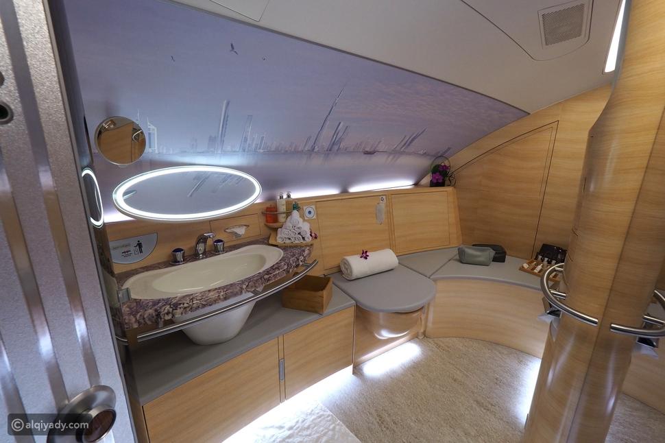 لركاب الدرجة الأولى فقط: الاستحمام على ارتفاع 30 ألف قدم!