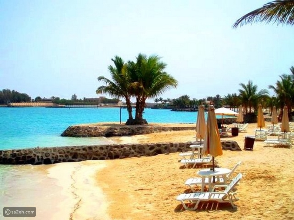 شاطئ الرمال الفضية بجدة: