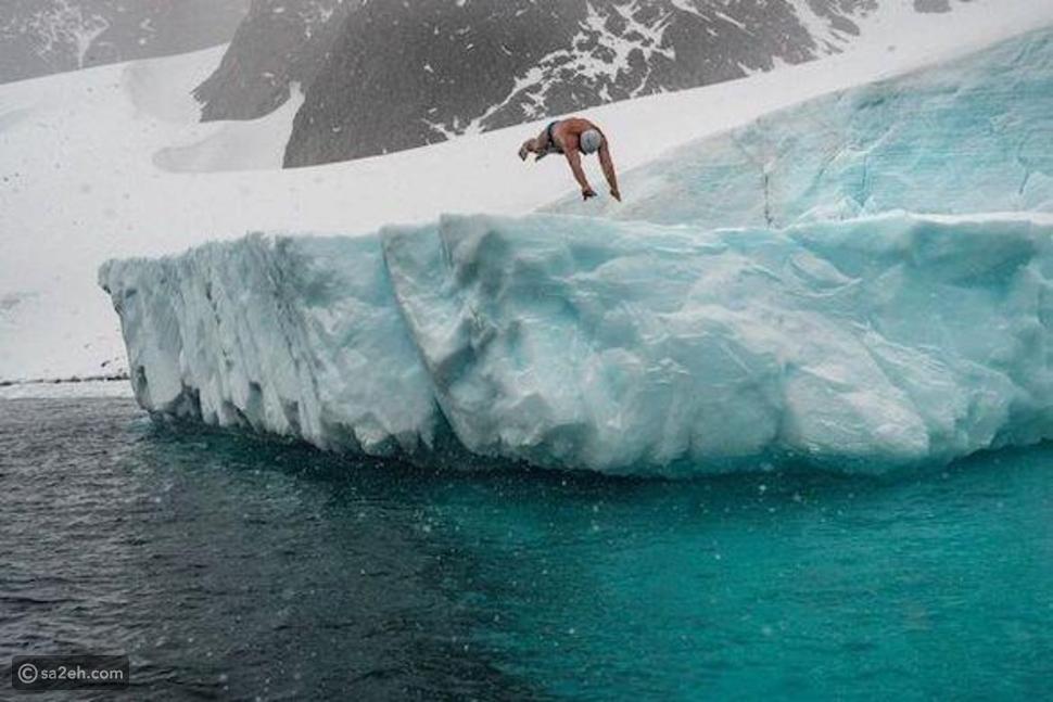 بعد 33 عاماً من التدريب: لويس بوغ أول رجل يسبح في مياه القطب الجنوبي