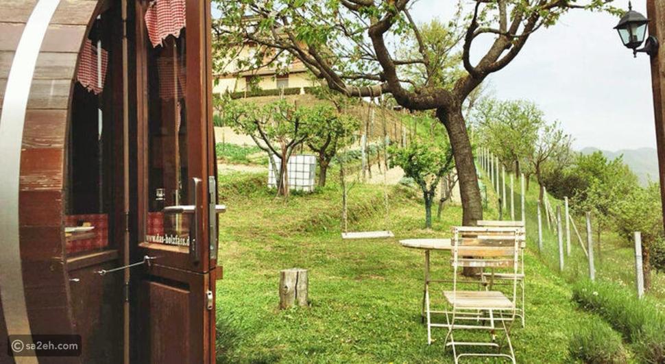 فندق البراميل الخشبية: استلق في قلب الطبيعة الإيطالية