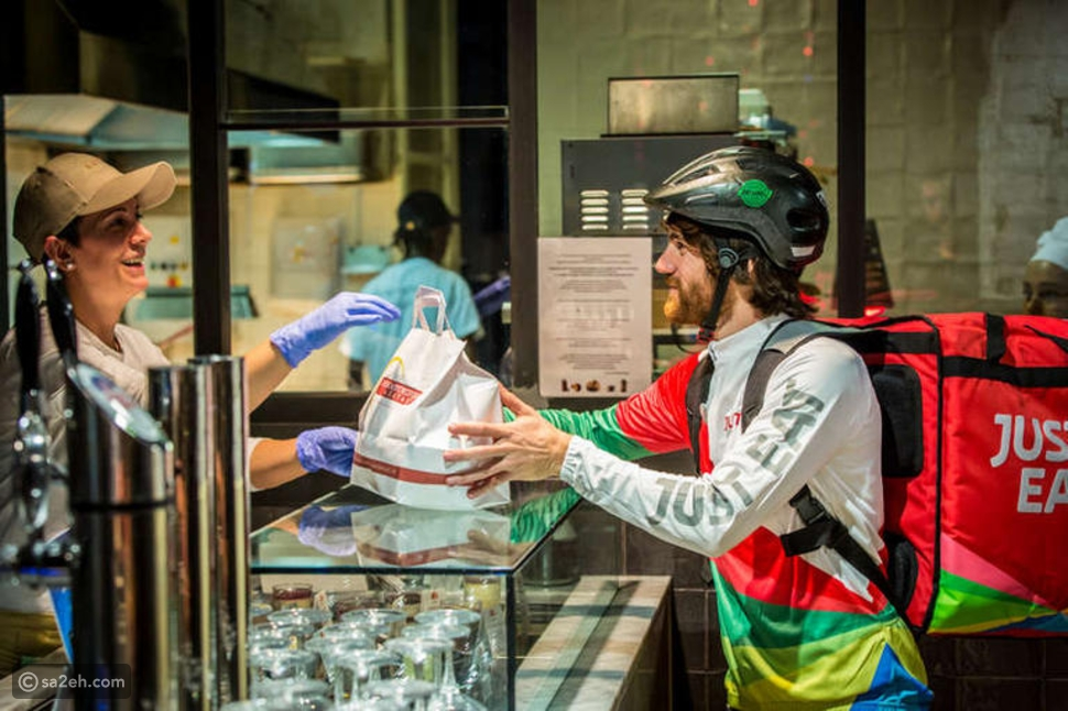 مطعم التضامن: مبادرة إيطالية لتوصيل الطعام للمحتاجين في موسم الأعياد