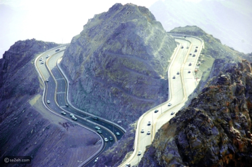 صور  مذهلة لأشهر طريق حلزوني فوق جبال الطائف