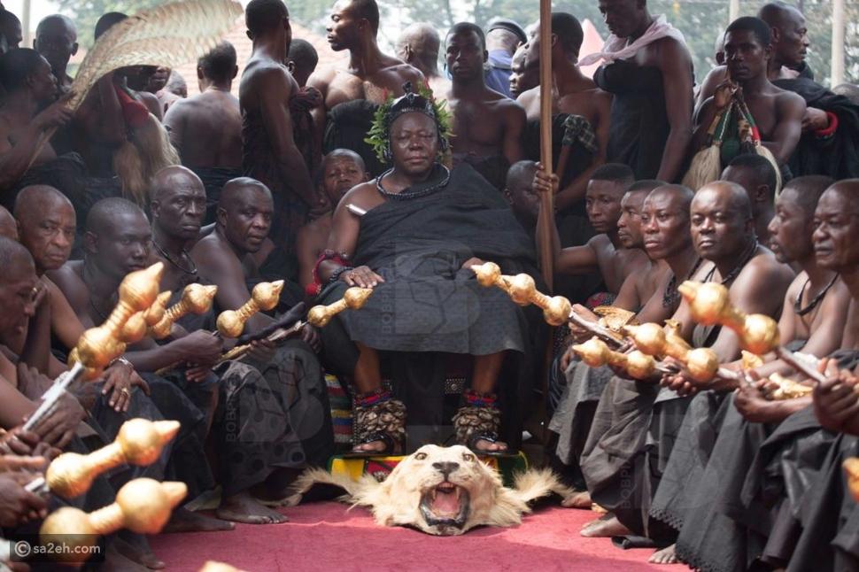 """بالصور.. القبيلة """"المروعة"""" يموت الملك فيقتلون الرجال.. طعامهم """"اليام"""""""