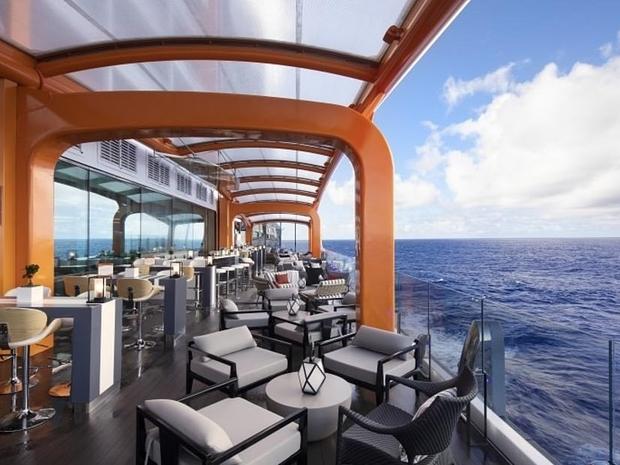 تخيل أنك تتناول العشاء على متن تلك السفينة