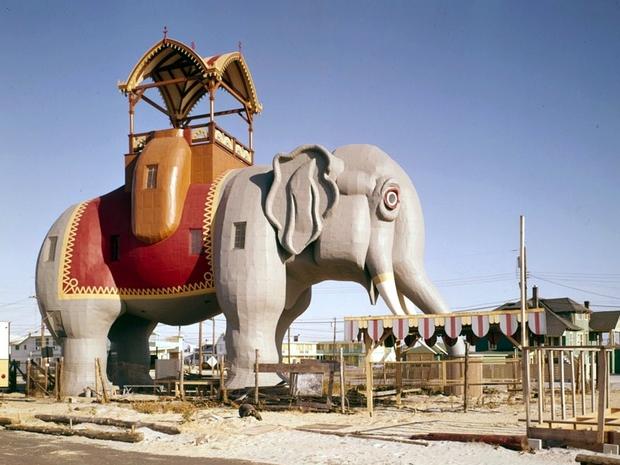 مبنى على شكل فيل ومعلم سياحي رائع
