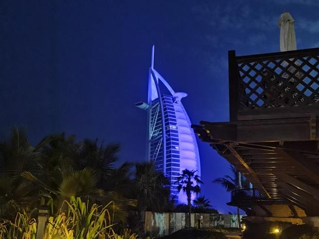منظر لبرج العرب من خارج المطعم
