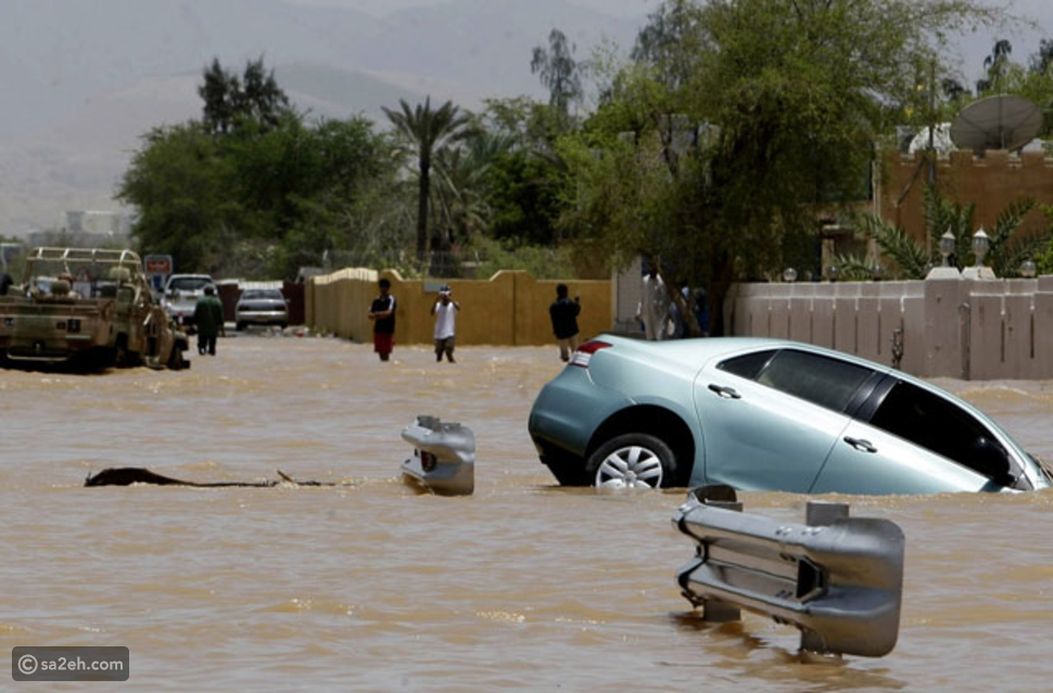 إعصار شاهين يضرب مسقط ومشهد مخيف لاجتياح السيول المناطق السكنية بعُمان