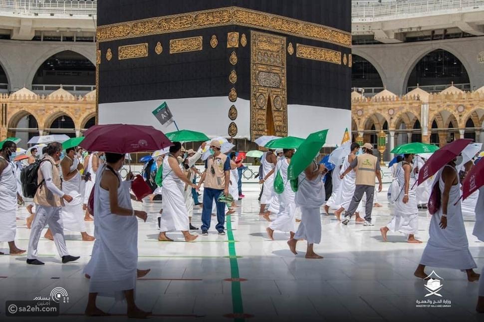 هذا العام دون زحام: شاهد حجاج بيت الله يؤدون طواف القدوم