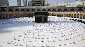 شاهد: المسجد الحرام يستقبل أول أفواج المعتمرين في شهر رمضان
