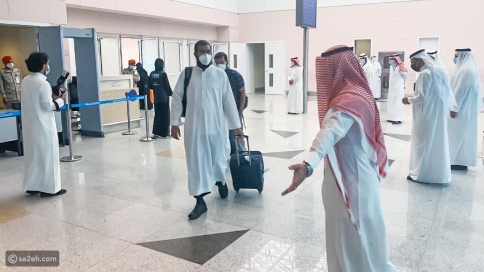 شاهد: حجاج بيت الله الحرام يتوافدون إلى مكة لأداء شعيرة الحج