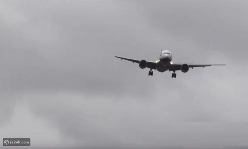 شاهد: العاصفة كيارا تتلاعب بطائرة وتجعلها تقلع بعد الهبوط بثوانٍ