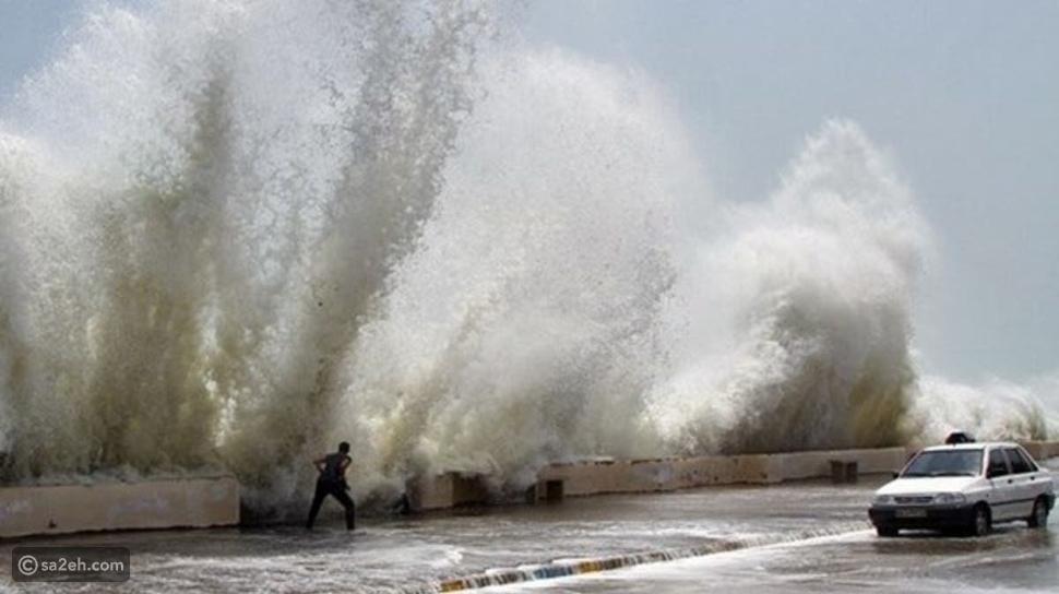 إعصار شاهين يضرب اليمن ويتسبب في تصرر المنازل ومصرع شخص بالفيديو